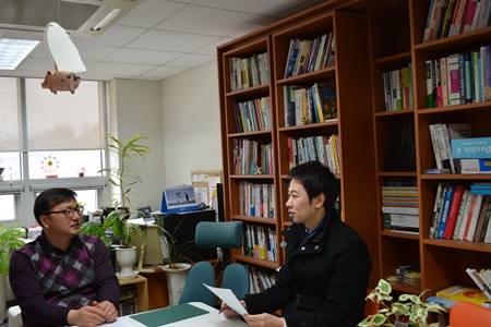 Cuộc phỏng vấn với giáo sư Kim Jung Woo Đại học Hanseong.