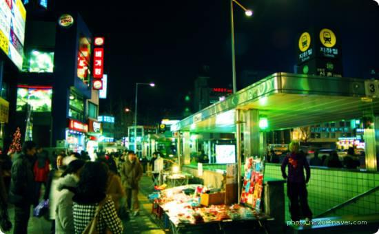 Giới thiệu con đường nổi tiếng nhất ở Seoul Shinchon • Ewha