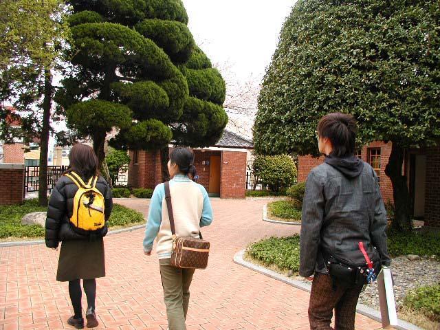 khuôn viên tòa nhà kỷ niệm của đại học donga
