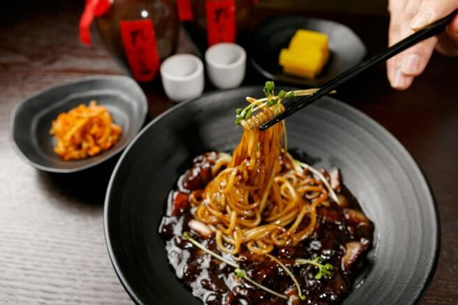 Những món ăn du học sinh khó cưỡng lại khi ở Hàn Quốc