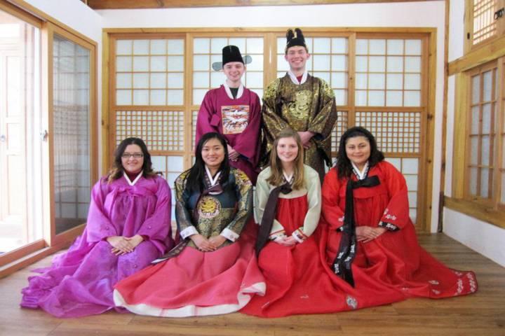 Tôi là Lê Tuấn Anh, đang học tiếng Hàn tại Đại học Konkuk