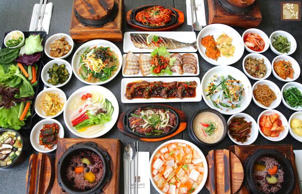 Những quy tắc trên bàn ăn của người Hàn Quốc bạn cần lưu ý