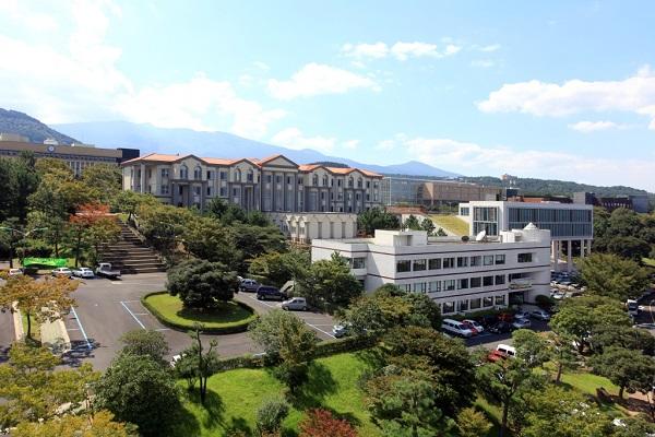 Trường đại học Jeju tọa lại trung tâm hòn đảo Jeju xinh đẹp