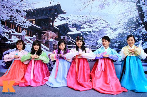 trang phuc truyen thong hanbok trai nghiem van hoa truong dai hoc chungang du hoc han quoc