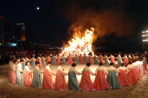 Những lễ hội nổi tiếng ở Hàn Quốc mà các bạn du học sinh không nên bỏ lỡ
