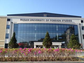 Tham quan tại Đại học ngoại ngữ Busan thuộc thành phố Busan